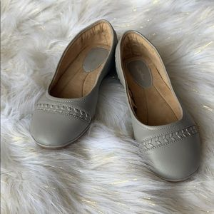 Leather flats shoes